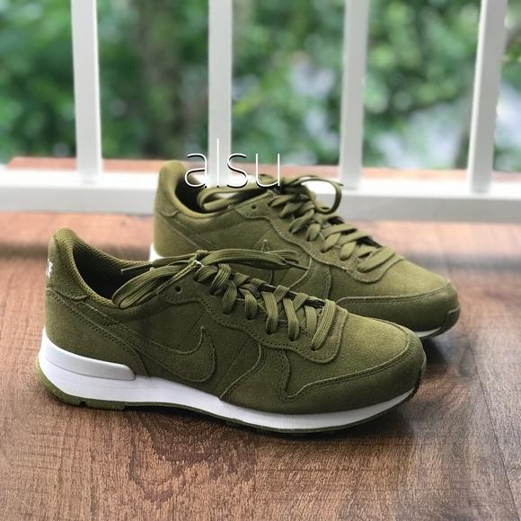 new products 8e36c 0c81f NWT NikeID Internationalist Olive WMNS